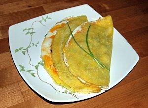 Słoneczne naleśniki z jajkiem i dodatkami - ugotuj