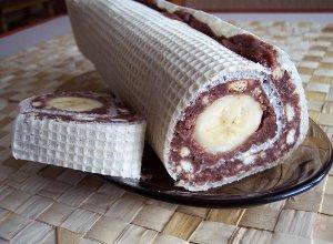 Waflowa rolada z bananem - ugotuj