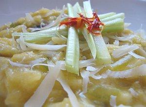 Szafranowe risotto z pieczarkami i selerem naciowym - ugotuj