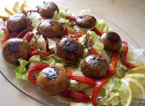 Sałatka z grillowanymi grzybami i papryką - ugotuj