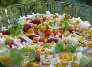Kolorowa sałatka z ryżu - ugotuj