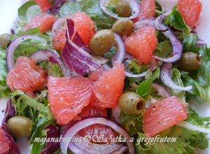 Sałatka z różowym grejpfrutem - ugotuj