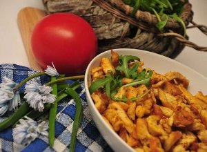 Kawałki kurczaka z imbirem w sosie curry - ugotuj