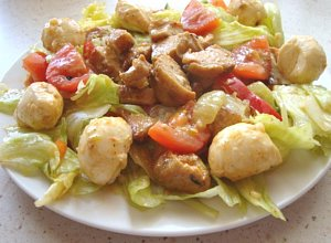 Chrupiąca sałatka z grillowanym kurczakiem - ugotuj