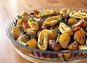 Pieczone warzywa z boczkiem i omletem - ugotuj