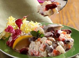 Śledziowa sałatka kaszubska - ugotuj