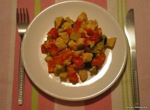 Filet z kurczaka w sosie jogurtowym curry z papryką - ugotuj