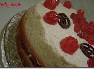 Tort z kremem i jabłkami - ugotuj