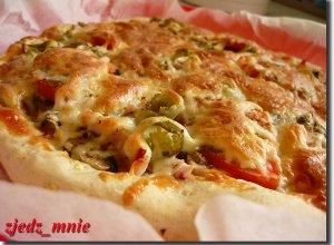 Pizza z oscypkiem - ugotuj