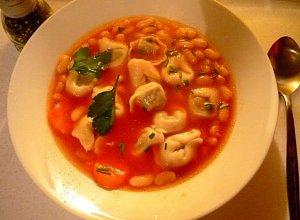 Zupa pomidorowa extra (z fasolką i uszkami) - ugotuj