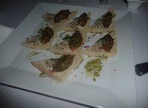 Chlebki z tatarem z łososia - ugotuj