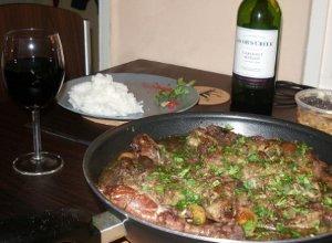 Udka kurczaka z figami w czerwonym winie - ugotuj