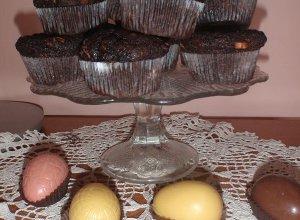 Wielkanocne czekoladowe baby z bananami i kawałkami czekolady - ugotuj