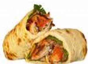 """Tortilla Wrap"" z hummusem, szpinakiem i pomidorami - ugotuj"