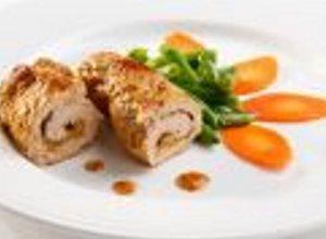 Grillowane roladki z kurczaka z hummusem i suszonymi pomidorami ( + sos miętowy) - ugotuj