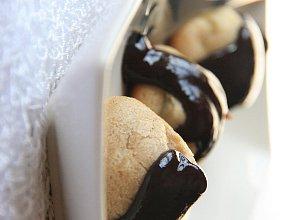 Cynamonowe ptysie z musem jabłkowym w gorącej czekoladzie - ugotuj