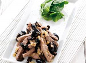 Wołowina z imbirem i oliwkami - ugotuj
