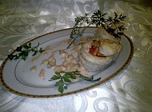 Vol-au-vent (babeczki) nadziewany smażonymi borowikami i pomidorami