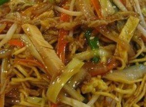 Chow mein - smażony makaron z kurczakiem - ugotuj
