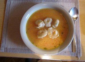 Zupa słodko-kwaśna z uszkami krewetkowymi - ugotuj