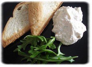 Ser biały z rukolą i grzankami - ugotuj