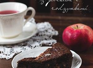 Tarta czekoladowa z jabłkiem i rodzynkami - ugotuj