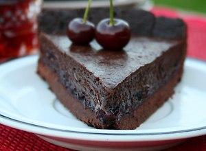 Tarta czekoladowa z czekowiśnią - przepis blogera - ugotuj