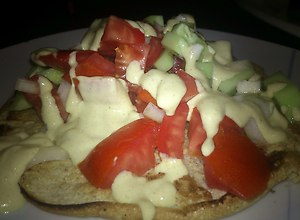 Lekki placuszek z warzywami w sosie - ugotuj