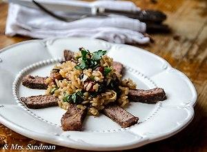 Pietruszkowe risotto z rostbefem i orzechami laskowymi - ugotuj