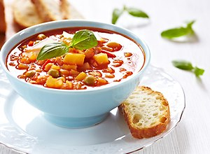 Pikantna zupa z ajvarem - ugotuj