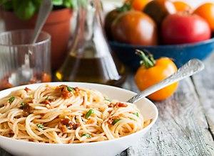 Prosty sos pomidorowy - przepis blogera - ugotuj