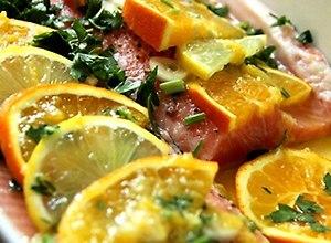 Pstrąg pieczony z pomarańczami - przepis blogera - ugotuj