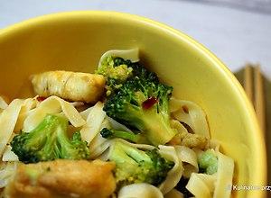 Wieprzowina smażona z brokułami - przepis bloggerski - ugotuj
