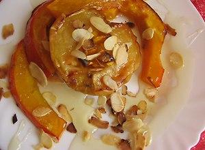 Dynia i jabłka pieczone skąpane w miodzie i płatkach midgałowych - ugotuj