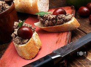 Pasta z wątróbki z czosnkiem i koniakiem oraz dodatkiem tymianku z rozmarynem - ugotuj