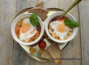 Zapiekane jajka z kurkami na śniadanie - przepis blogera - ugotuj