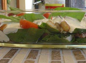Sałatka ze szpinakiem, boczkiem i suszonymi pomidorami - ugotuj