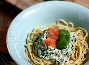 Spaghetti z ricottą, szpinakiem i łososiem - ugotuj