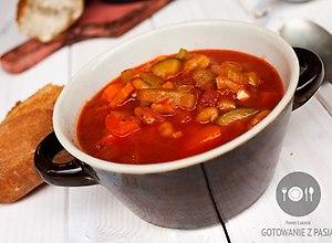 Pikantna zupa pomidorowa z suszonymi pomidorami i białą fasolą  - ugotuj