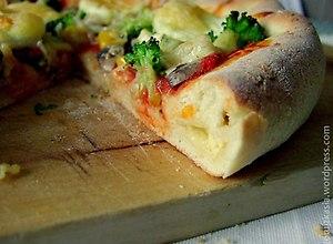 Pizza z serem w rantach - przepis bloggera - ugotuj