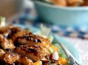 Sałatka z kurczakiem w karaibskiej marynacie - przepis blogera - ugotuj