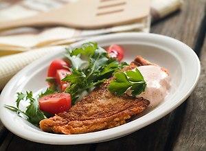 Omlet z ziołami i sosem musztardowo-paprykowym - ugotuj
