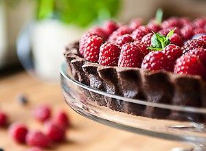 Tarta czekoladowa z malinami - ugotuj