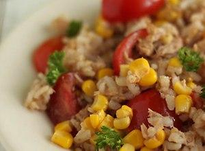 Włoska sałatka ryżowa z tuńczykiem - przepis blogera - ugotuj
